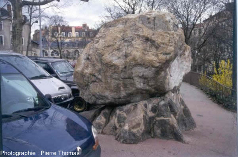 Planet terre for Gros cailloux decoratif