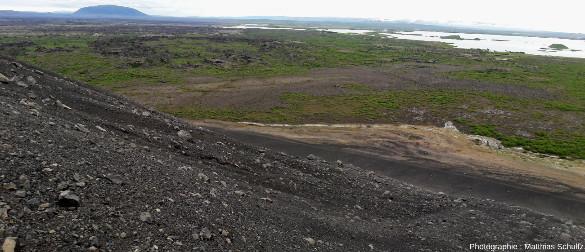 Pente Ouest du cône de scories Hverfjall, sur la rive Est du lac Mývatn, au Nord-Est de l'Islande