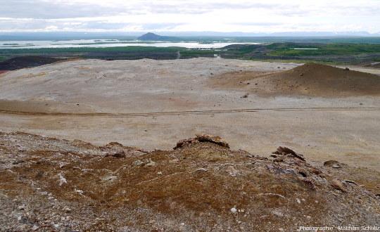 Vue en direction de l'Ouest sur le lac Mývatn depuis la crête Námafjall (Islande)