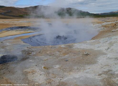Marmites de boues actives, Islande