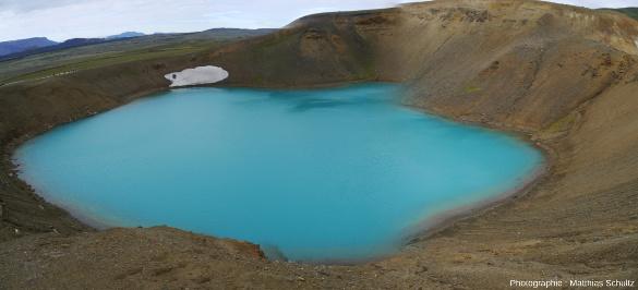 Panorama du cratère Viti ou Helviti («l'enfer») sur la pente Sud du volcan Krafla (Islande)