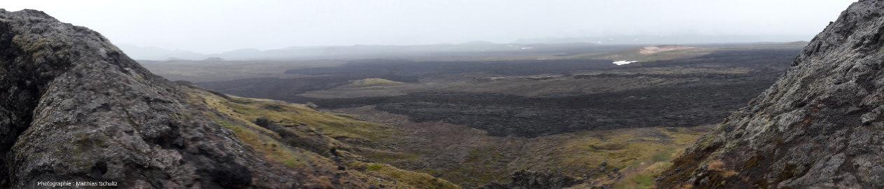 Coulées basaltiques émises en direction du Nord par le volcan Krafla (Islande) lors des «nouveauxfeux du Mývatn», en 1975-1984