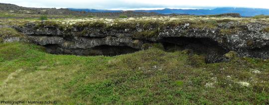 Détails d'arches basaltiques sur le site d'Höfdi, sur la rive Est du lac Mývatn (Islande)