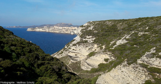 Vue sur la vieille ville de Bonifacio depuis les falaises au Sud-Est