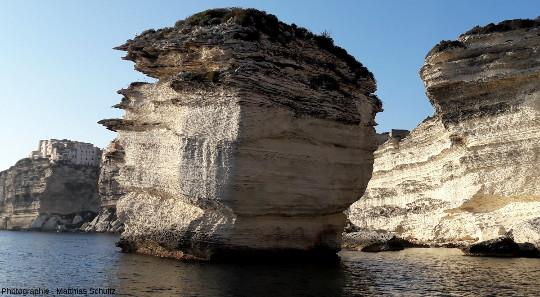 Détail du «grain de sable» avec Bonifacio en fond