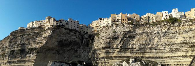 Vue des falaises de Bonifacio depuis la mer