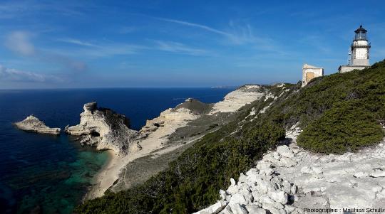 Le cap Pertusato, pointe Sud de l'ile principale de Corse, au Sud-Est de Bonifacio, surplombé de son phare
