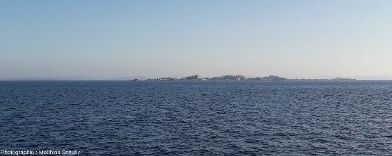 Photo prise dans les bouches de Bonifacio, détroit séparant la Sardaigne de la Corse, en direction du Sud-Est depuis la mer