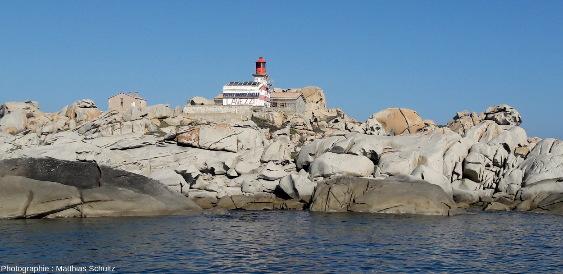 Le phare actuel des iles Lavezzi pris depuis la mer