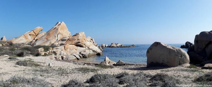 Les iles Lavezzi, un superbe chaos à demi-immergé, présentant toutes les caractéristiques du modelé érosif en pays granitique