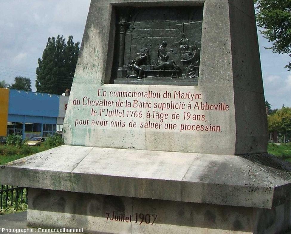 Monument érigé en 1907 à Abbeville (Sommes) en l'honneur de François-Jean Lefebvre, Chevalier de La Barre