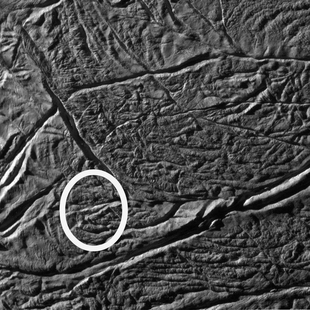 Gros plan sur le sulcus (rayure de tigre) Bagdad, Encelade