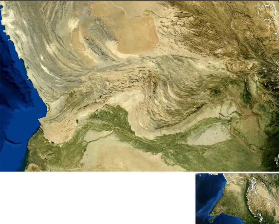 Image satellite des montagnes pakistanaises dont la morphologie, à comparer aux montagnes circumpolaires d'Encelade