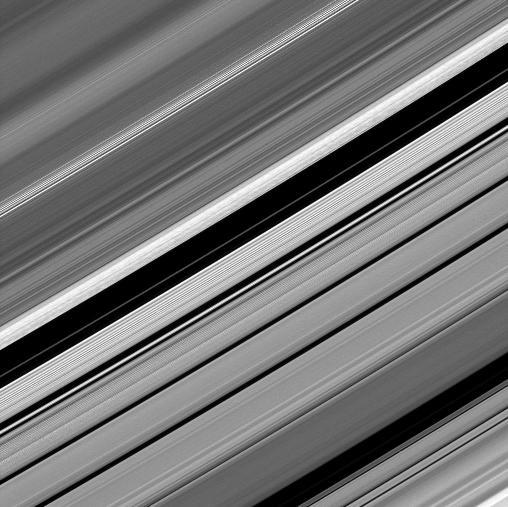 Les anneaux de Saturne se révèlent toujours aussi complexes