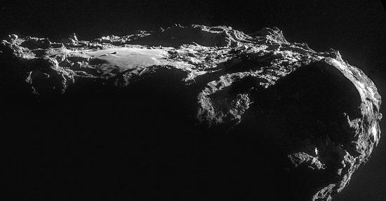 """Imhotep, """"plaine"""" de terrains lisses, au """"sommet"""" du lobe principal de 67P/CG"""
