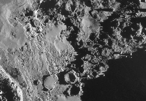 Autre zoom sur les structures en couronnes vides et/ou pleines situées en contrebas de la plaine d'Imhotep
