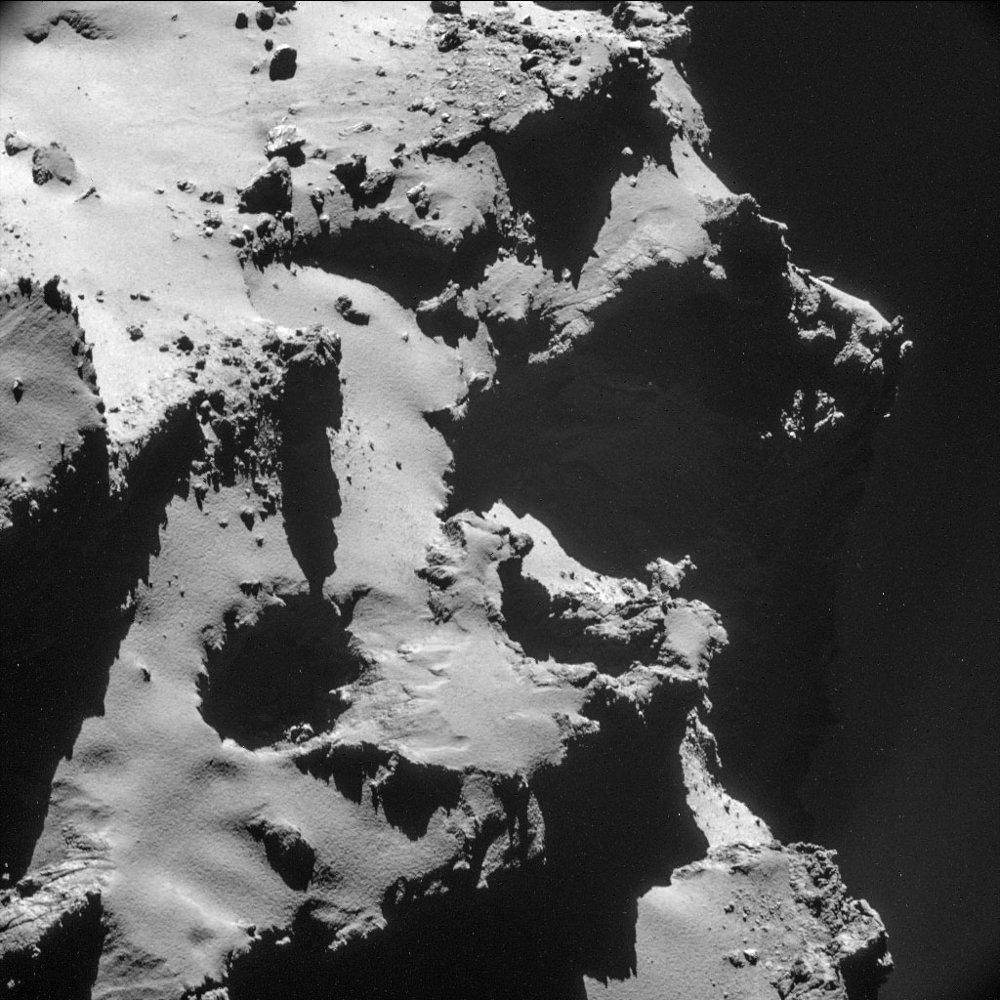 Exemple de dépression isolée à la surface de la comète Chury, dépression qui mériterait le nom de puits