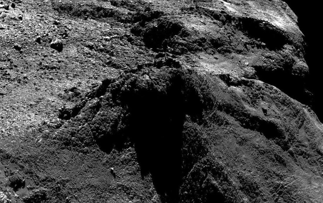Zoom sur ce qui ressemble à un spatter cone à la surface de la comète 67P/Churyumov-Gerasimenko