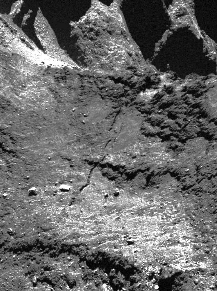 Partie d'une image OSIRIS mise en ligne le 22 janvier 2015 montrant un détail de la fracture au niveau d'Anuket