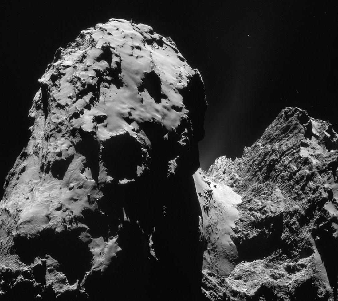 Images prises le 10 décembre 2014 d'une distance de 20,1km du centre de la comète 67P/CG
