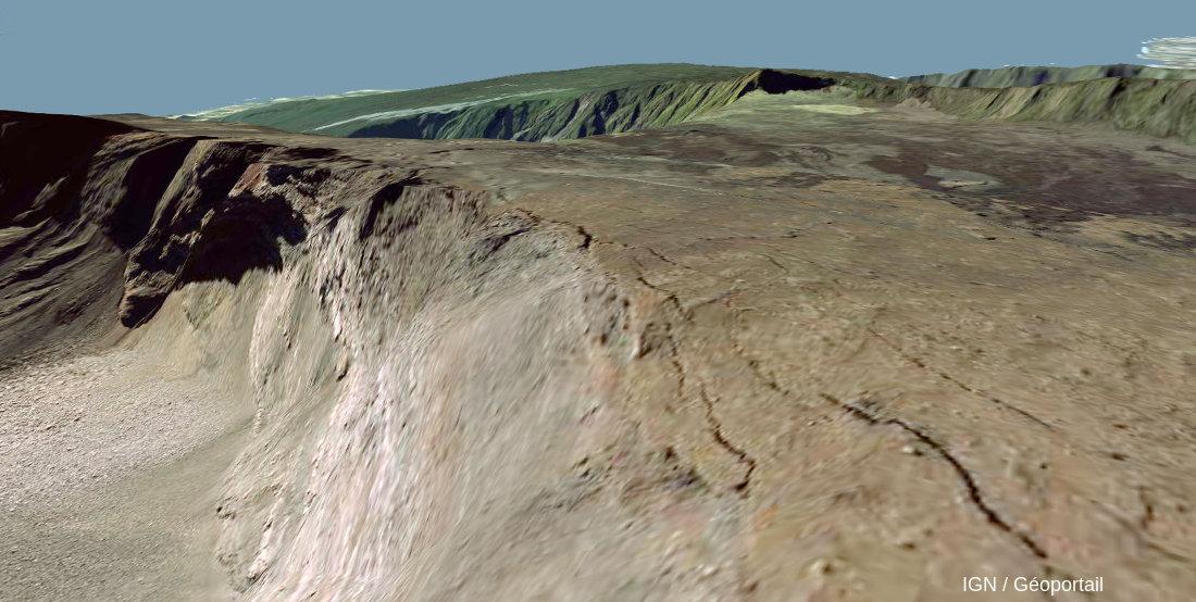 Exemple terrestre de fissures ouvertes en bord de falaise