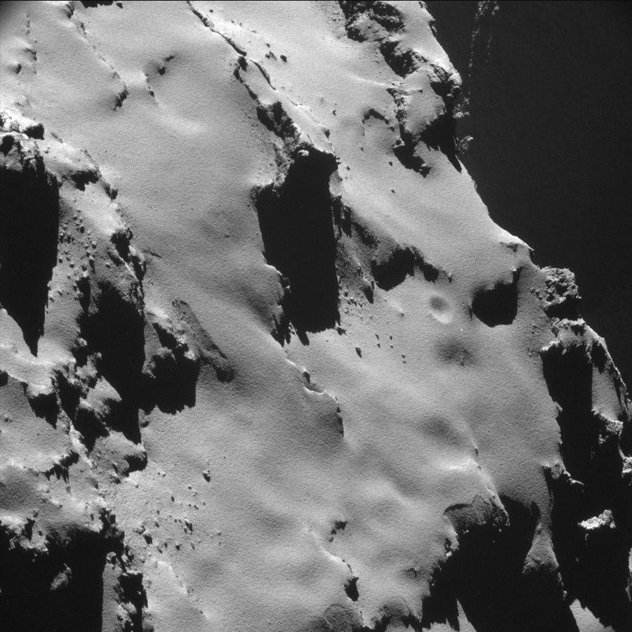 Vue sur ce qui ressemble beaucoup à une avalanche de poudreuse sur le flanc du lobe principal recouvert de poussières (Dust Coverred Terrains)