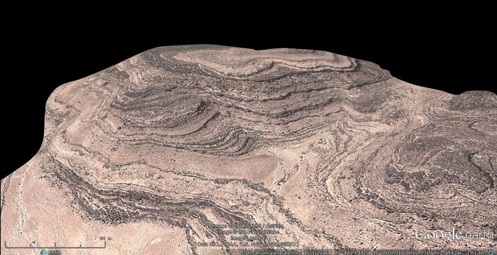 Quelque part en Namibie, un paysage de strates sédimentaires horizontales