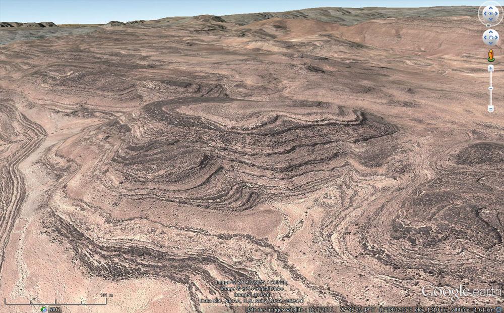 Paysage fait de strates sédimentaires horizontales, quelque part en Namibie