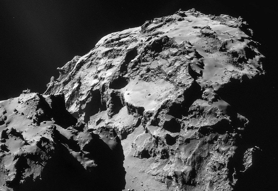 Mosaïque d'images NAVCAM (12 janvier 2015) du lobe principal montrant différents types de terrains à la surface de Chury