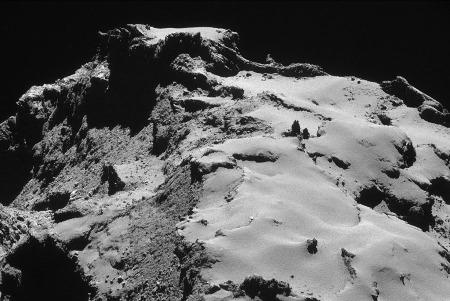 Paysage de la comète 67P/CG montrant Dust Covered Terrains, Brittle Materials et Cometary Consolidated Materials