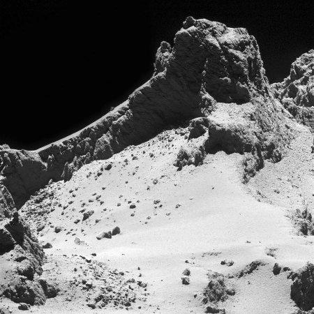 Image OSIRIS prise le 14 octobre 2014 depuis 8km d'altitude au-dessus de la surface du petit lobe de Chury