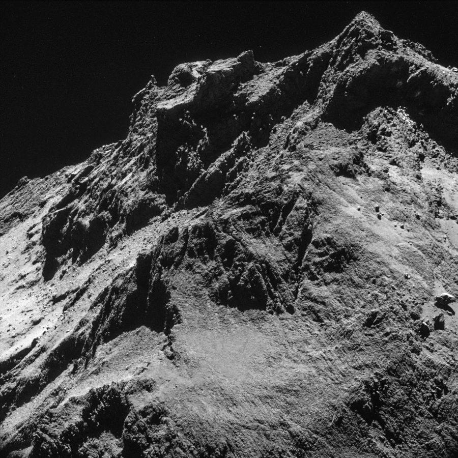 Vue NAVCAM en rase-motte (à 7,8km de la surface de la comète) prise le 24 octobre 2014