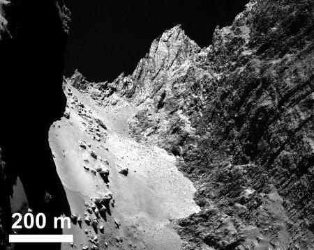 Image mise en ligne le 22 janvier 2014 montrant des détails de la formation Hapi et de la base de la falaise Hathor