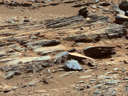 Zoom sur des strates de l'affleurement stratifié nommé Shaler, sol 120