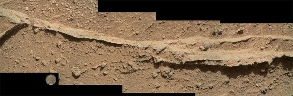 Gros plan sur l'un de ces filons résistants dégagé par l'érosion sur le site de Darwin (sol 400, 21 septembre 2013)