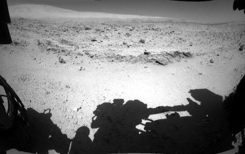 Le sol 511 (13 janvier 2014), Curiosity s'arrête pour étudier un banc de conglomérat grossier