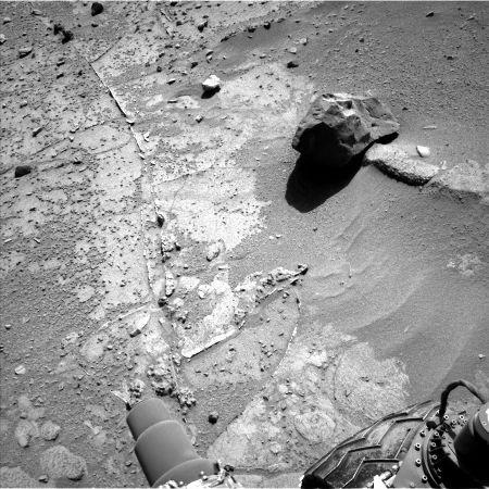 Le 6 février 2014 (sol 635), Curiosity est de l'autre côté de la dune de Dingo Gap
