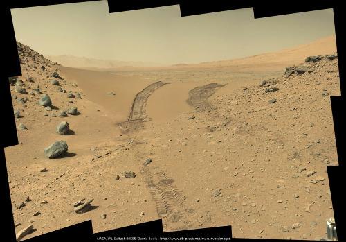 Le 9 février 2014 (sol 538), Curiosity quitte Dingo Gap et sa dune