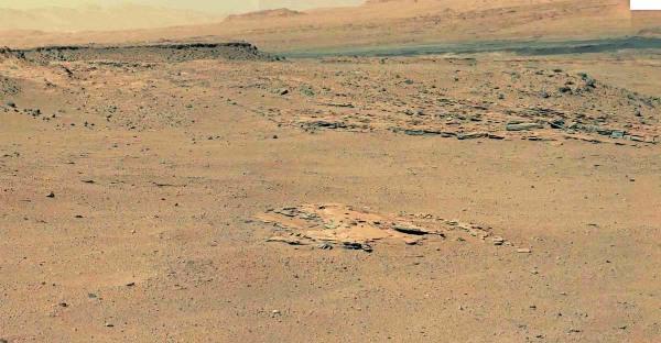 """Le sol 568 (12 mars 2014), Curiosity s'approche du prochain site géologique """"intermédiaire"""", le secteur de Kimberley"""