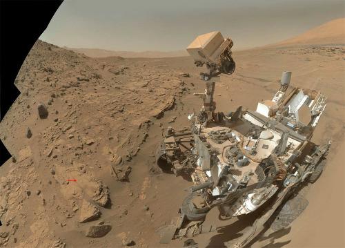 Curiosity au pied du Mont Remarkable et de la roche Windjana (sol 613, 27 avril 2014)