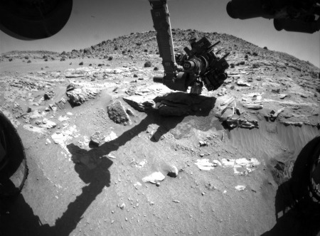 Forage et/ou analyse de Windjana au pied du Mont Remarkable (sol 628, 13 mai 2014)