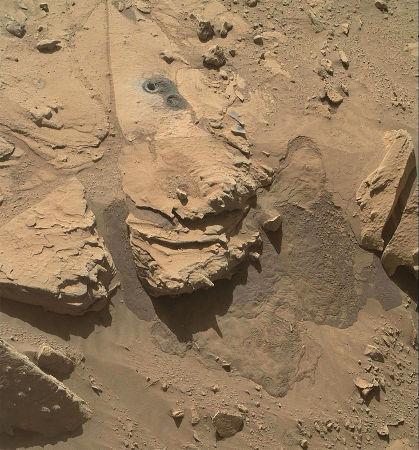 La roche Windjana après le forage (sol 627, 12 mai 2014)