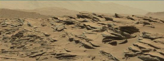 Zoom sur la discordance angulaire des figures ci-dessus (sol 631, 16 mai 2014)