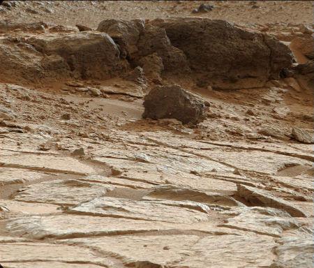 Point Lake et sa curieuse couche de roche vacuolaire