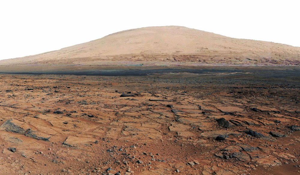 "Depuis Point Lake, Curiosity ""se retourne"" et photographie le Mont Sharp"