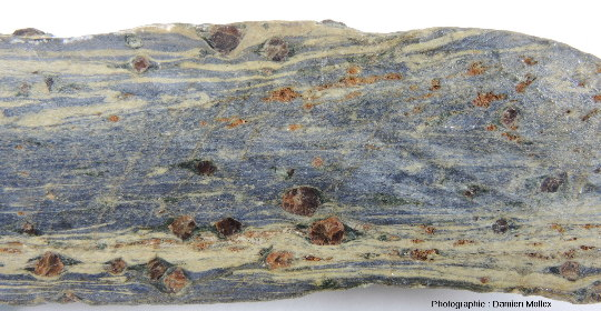 Ombres de pression sur une glaucophanite de l'ile de Groix en faciès éclogites