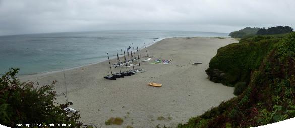 Panorama vers le Sud-Est de la plage des Grands Sables, ile de Groix