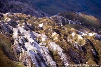 Entonnoir de dissolution dans du gypse, sur le versant savoyard du col du Galibier (2646m)