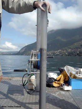Carotte de sédiments prélevée au fond du lac d'Annecy (74)
