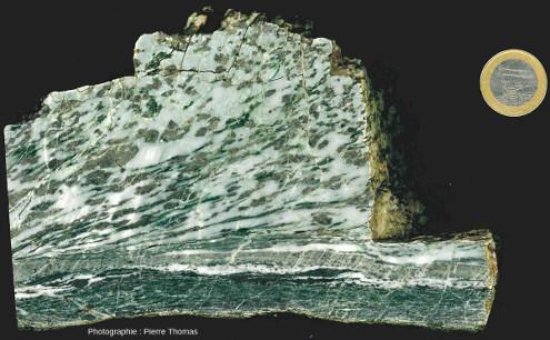 Un gabbro ophiolitique déformé, Chamrousse (38)